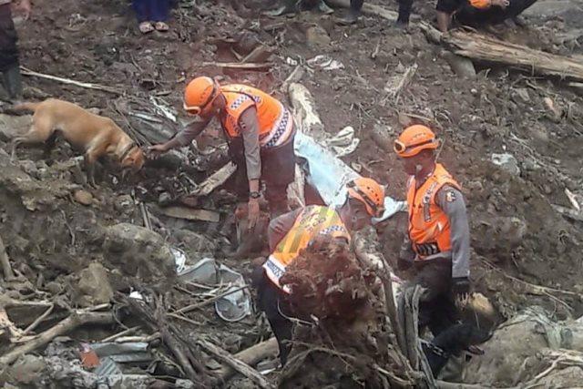 https: img-o.okeinfo.net content 2019 01 28 609 2010290 banjir-longsor-di-gowa-korban-meninggal-bertambah-jadi-46-jiwa-YxFaLiSUh6.jpg