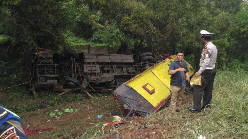 https: img-o.okeinfo.net content 2019 01 29 525 2010641 kronologi-kecelakaan-bus-di-tol-cipularang-yang-tewaskan-7-orang-htxVDwjqzy.jpg