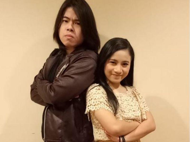 https: img-o.okeinfo.net content 2019 01 29 598 2010787 lagu-andmesh-kamaleng-bawa-ayu-melaju-ke-final-rising-star-indonesia-ycjFXgpoY9.JPG