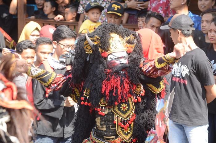 https: img-o.okeinfo.net content 2019 01 30 406 2011517 punya-99-event-setahun-penuh-banyuwangi-kota-festival-terbaik-indonesia-2BDsuV4WKd.jpg