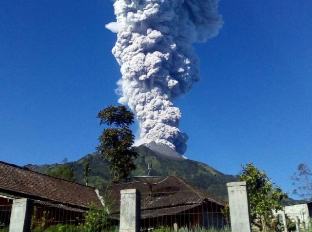 https: img-o.okeinfo.net content 2019 02 01 512 2012467 gunung-merapi-semburkan-asap-setinggi-50-meter-Xvsz8oZQoM.jpg
