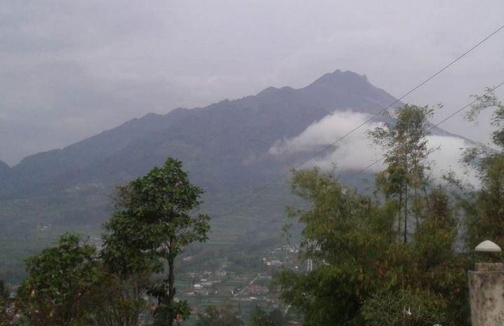 https: img-o.okeinfo.net content 2019 02 02 512 2012771 gunung-merapi-lontarkan-lava-pijar-4-kali-ke-arah-kali-gendol-v5bCdPPhEc.JPG
