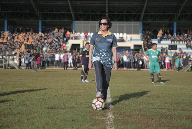 https: img-o.okeinfo.net content 2019 02 04 20 2013723 begini-gaya-sri-mulyani-senam-hingga-main-bola-TWKXVlCgtq.jpg
