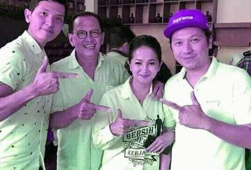 https: img-o.okeinfo.net content 2019 02 04 337 2013451 fakta-hoaks-pose-politik-keluarga-roy-marten-netizen-jarinya-kegedean-mEHIjiSmaq.jpg