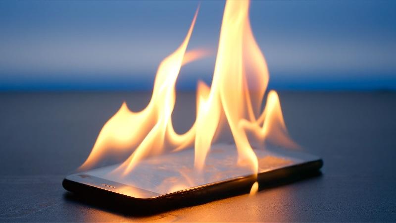 https: img-o.okeinfo.net content 2019 02 04 57 2013700 ponsel-meledak-cederai-pegawai-pemprov-riau-pengamat-ada-beberapa-sebab-zE9r0Znc5z.jpg