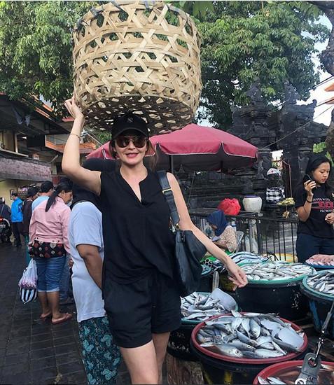 https: img-o.okeinfo.net content 2019 02 06 194 2014194 bau-kotor-tamara-bleszynki-blusukan-ke-pasar-tradisional-intip-apa-saja-yang-dibeli-DUY54vbXdU.jpg