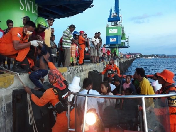 https: img-o.okeinfo.net content 2019 02 06 340 2014263 dalam-sehari-6-perahu-terbalik-di-perairan-monokwari-papua-barat-rO4jglCWwo.jpg