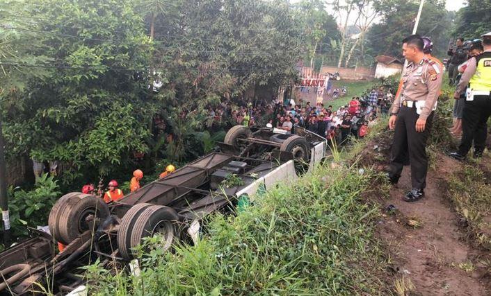 https: img-o.okeinfo.net content 2019 02 06 525 2014294 kecelakaan-maut-di-cicalengka-polisi-duga-sopir-bus-mengantuk-tY5RogN9gg.JPG