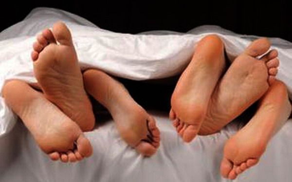 https: img-o.okeinfo.net content 2019 02 07 338 2015069 pasutri-ini-hasut-anaknya-untuk-ikut-berhubungan-seks-threesome-y2PTlzsDy3.jpg