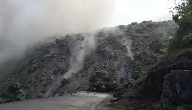https: img-o.okeinfo.net content 2019 02 07 340 2014883 lava-gunung-karangetang-mengalir-sampai-ke-laut-ChGaNxz5Tl.jpg