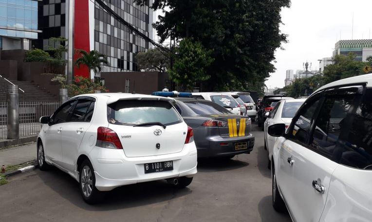 https: img-o.okeinfo.net content 2019 02 08 338 2015517 pro-kontra-parkir-liar-dikeluhkan-tapi-digemari-karena-praktis-dan-murah-3CNQJ1ahio.JPG