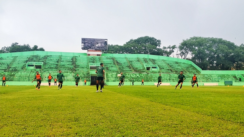 https: img-o.okeinfo.net content 2019 02 08 51 2015519 di-bawah-guyuran-hujan-timnas-indonesia-u-22-berlatih-penguasaan-bola-LVJyBgOGwW.jpeg