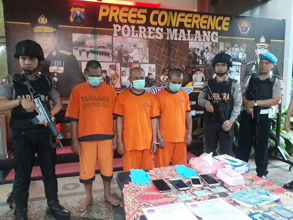 https: img-o.okeinfo.net content 2019 02 08 519 2015405 peras-kepala-sekolah-hingga-jutaan-rupiah-3-oknum-wartawan-ditangkap-EPLNw3Vhav.jpg