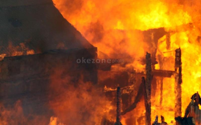 https: img-o.okeinfo.net content 2019 02 10 338 2016054 gudang-daging-di-duren-sawit-terbakar-13-mobil-pemadam-kebakaran-dikerahkan-Zkf2A5Wabp.jpg