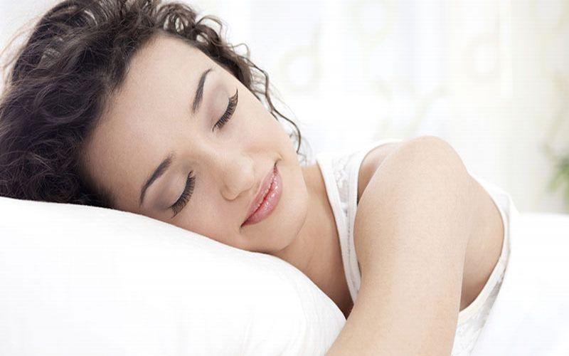 https: img-o.okeinfo.net content 2019 02 10 481 2016108 4-posisi-tidur-terbaik-gaya-janin-paling-oke-bDEjjA1r0r.jpg