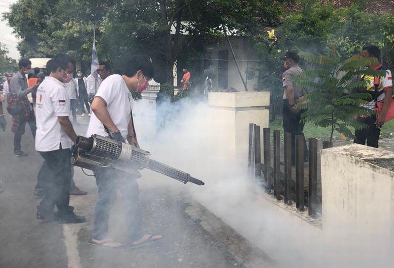 https: img-o.okeinfo.net content 2019 02 10 606 2015948 penuhi-janji-caleg-partai-perindo-fogging-ratusan-rumah-di-sukoharjo-7KFvKKGwUP.jpg
