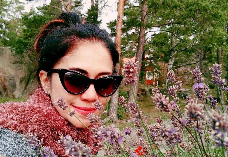 https: img-o.okeinfo.net content 2019 02 11 194 2016112 bintang-panas-sally-marcellina-bergaya-syur-branya-sampai-mengintip-quc1jx2cfW.jpg