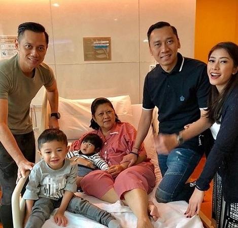 https: img-o.okeinfo.net content 2019 02 11 337 2016192 ani-yudhoyono-sudah-dirawat-di-rumah-sakit-sejak-sabtu-pekan-lalu-Yr2RRcxGKV.jpg
