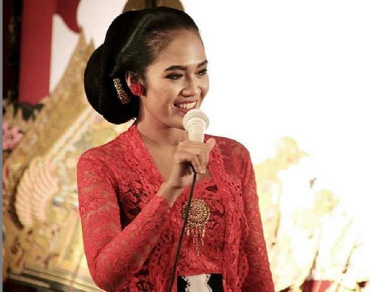 https: img-o.okeinfo.net content 2019 02 12 194 2016999 5-gaya-sinden-cantik-dari-yogyakarta-pesonanya-curi-perhatian-Am8NUdXMiZ.jpg