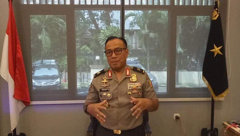 https: img-o.okeinfo.net content 2019 02 12 337 2016777 polri-sanksi-polisi-yang-interogasi-tahanan-dengan-ular-efEGvbXeSE.jpg