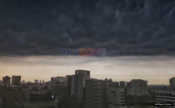 https: img-o.okeinfo.net content 2019 02 12 338 2016876 hujan-lebat-disertai-petir-angin-kencang-intai-jabodetabek-sore-ini-wv6XWrRr7B.jpg