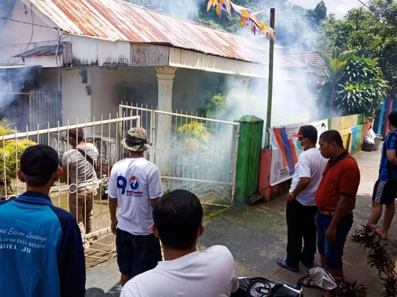 https: img-o.okeinfo.net content 2019 02 12 340 2017055 partai-perindo-kembali-asapi-rumah-warga-di-kecamatan-wanea-t2SuhCaUgJ.jpg