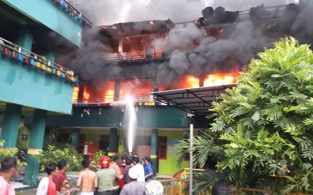 https: img-o.okeinfo.net content 2019 02 13 340 2017145 pesantren-di-jayapura-ludes-terbakar-puluhan-santri-dipulangkan-hBaQvDPjYM.jpg