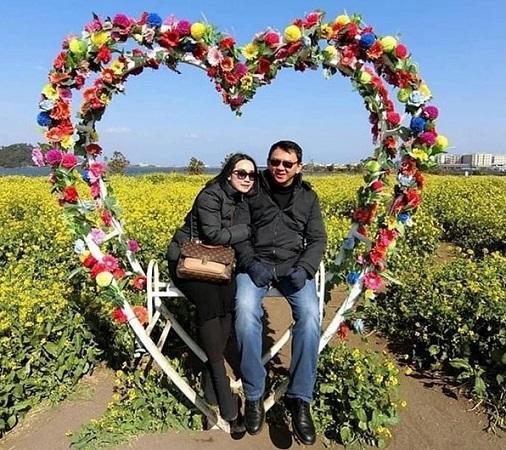 https: img-o.okeinfo.net content 2019 02 14 337 2017767 valentine-beredar-foto-mesra-ahok-dan-puput-duduk-di-kursi-berbentuk-hati-oYnZlgYk2K.jpg