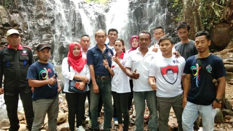https: img-o.okeinfo.net content 2019 02 14 512 2018072 caleg-partai-perindo-bina-petani-durian-di-pekalongan-GPfAorgRdF.jpg