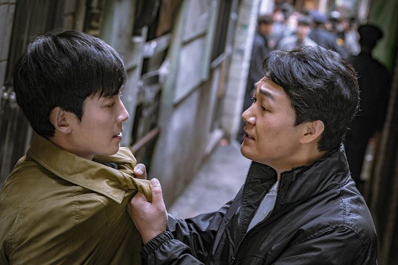 https: img-o.okeinfo.net content 2019 02 14 598 2017969 ketika-jung-kyung-ho-menjual-jiwanya-kepada-iblis-park-sung-woong-iHufXP55Zf.jpg