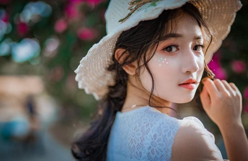 https: img-o.okeinfo.net content 2019 02 15 194 2018431 kulit-putih-jadi-standar-kecantikan-perempuan-asia-BWEfCjDCIh.jpg