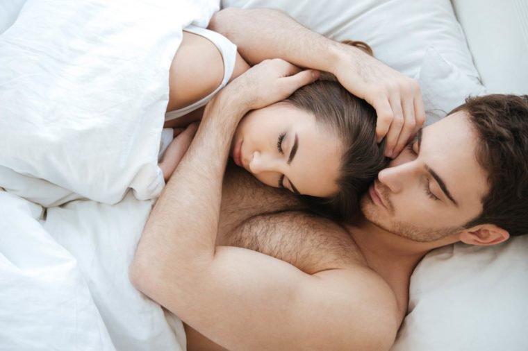 https: img-o.okeinfo.net content 2019 02 15 196 2018469 bagaimana-kondisi-hubungan-dengan-pasangan-cek-posisi-tidur-anda-8IKpJ7AHkG.jpg