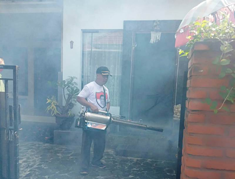 https: img-o.okeinfo.net content 2019 02 18 244 2019723 fogging-massal-perindo-bali-berlanjut-asapi-150-rumah-di-buleleng-Q6dJTjJTDK.jpg