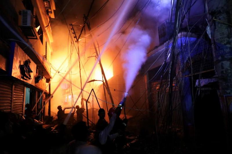 https: img-o.okeinfo.net content 2019 02 21 18 2020887 kebakaran-di-wilayah-kota-tua-dhaka-tewaskan-sedikitnya-56-orang-4cgmqJ5nPz.jpg