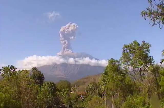 https: img-o.okeinfo.net content 2019 02 22 244 2021552 gunung-agung-kembali-erupsi-status-siaga-Z12O9Ktxkd.jpg