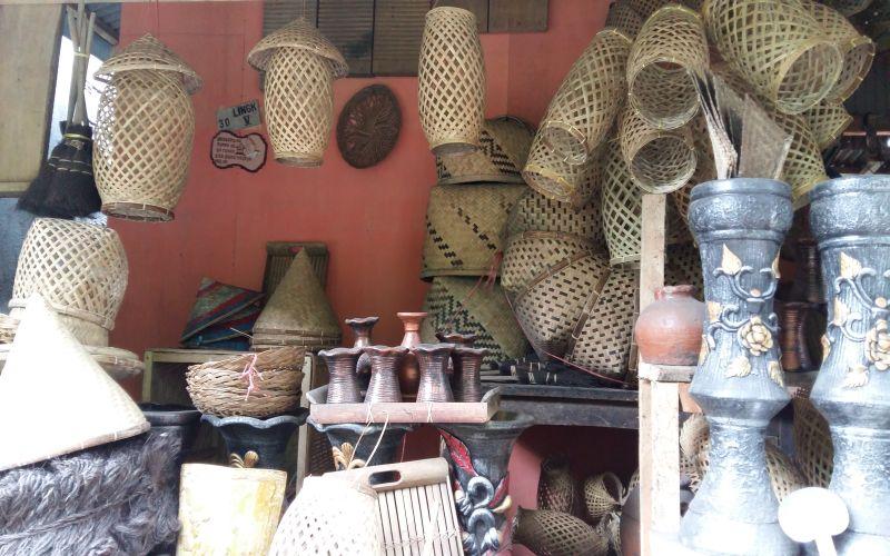 https: img-o.okeinfo.net content 2019 02 25 406 2022392 kinilow-surganya-kerajinan-bambu-di-tomohon-w2sgjXgqMC.jpg