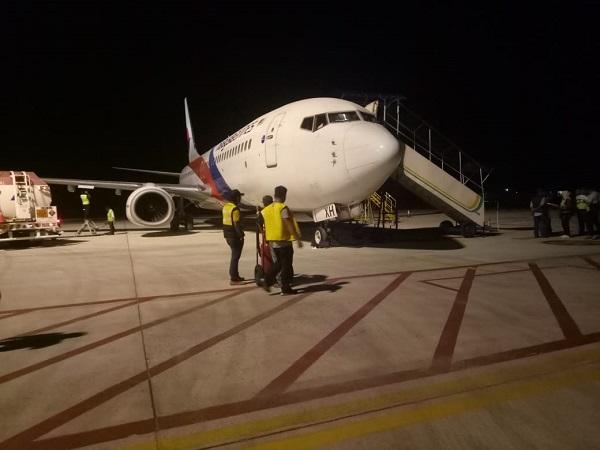 https: img-o.okeinfo.net content 2019 02 26 340 2022816 pesawat-malaysia-airlines-mendarat-darurat-di-bandara-sultan-thaha-jambi-1yUP6KqzKj.jpg