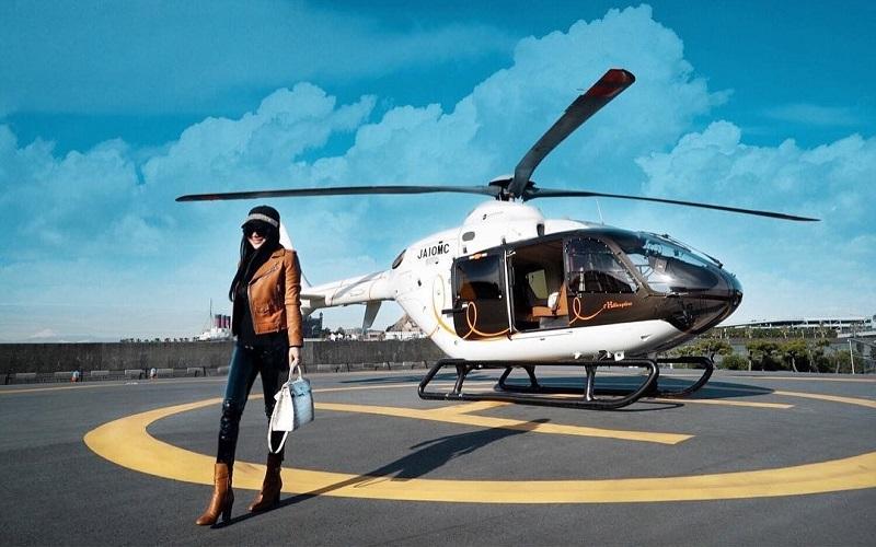 https: img-o.okeinfo.net content 2019 02 27 406 2023536 intip-transportasi-syahrini-saat-liburan-naik-helikopter-hingga-boat-princess-aljET8qUme.jpg