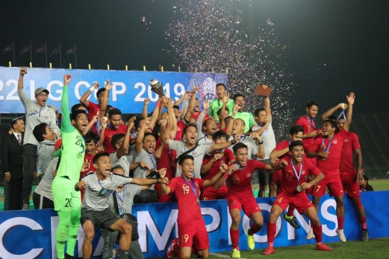 https: img-o.okeinfo.net content 2019 02 28 51 2023772 luis-milla-ikut-bangga-timnas-indonesia-u-22-juara-piala-aff-2019-n0GrPXIaE1.jpg
