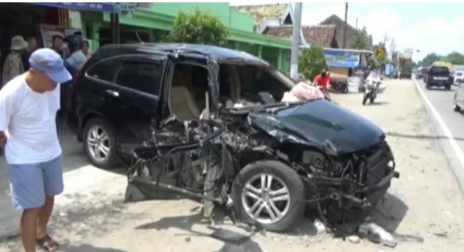 https: img-o.okeinfo.net content 2019 02 28 519 2024248 mobilnya-tabrak-truk-kepala-puskesmas-di-madiun-tewas-LlQX769rxs.jpg