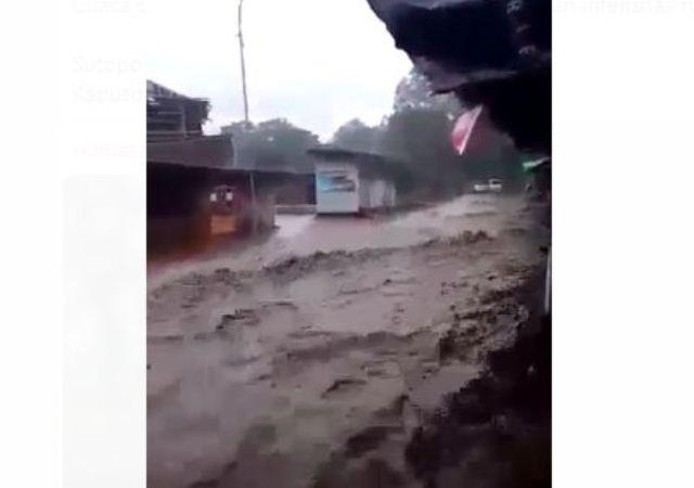 https: img-o.okeinfo.net content 2019 03 01 525 2024732 banjir-bandang-terjang-pengalengan-150-rumah-terendam-3CgvuF6cDO.jpg