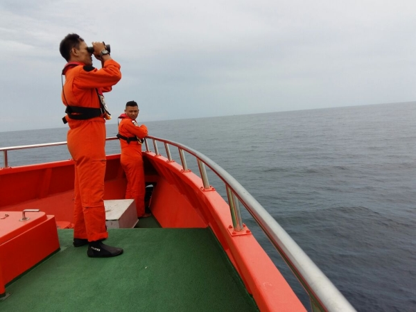 https: img-o.okeinfo.net content 2019 03 02 340 2024870 mesin-pompong-mati-3-pemancing-sudah-tiga-hari-hilang-di-laut-bintan-zBHnCJkubh.jpg