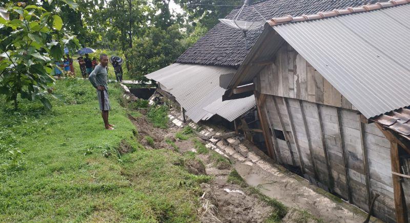 https: img-o.okeinfo.net content 2019 03 03 519 2025325 3-desa-di-bojonegoro-disapu-banjir-bandang-dan-tanah-longsor-HZPpasoctR.jpg