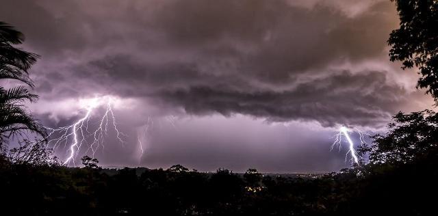 https: img-o.okeinfo.net content 2019 03 04 512 2025418 hujan-angin-disertai-petir-berpotensi-melanda-jawa-tengah-pada-hari-ini-PnnGZNWb4x.jpg