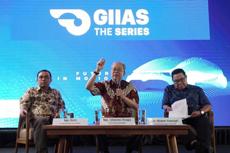 https: img-o.okeinfo.net content 2019 03 05 15 2026275 maju-mundurnya-industri-automotif-indonesia-kembali-ada-di-tangan-yohanes-nangoi-TKGVaQqCNb.jpg