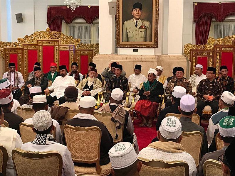 https: img-o.okeinfo.net content 2019 03 05 337 2026080 datang-ke-istana-tokoh-agama-tabayun-soal-jokowi-pki-YTx2JUjqcJ.jpg
