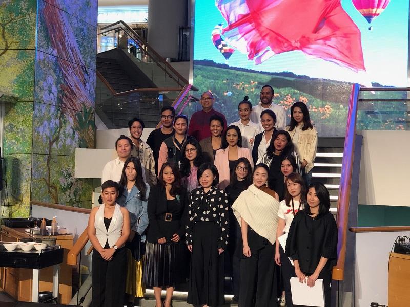 https: img-o.okeinfo.net content 2019 03 06 194 2026780 ultah-ke-29-plaza-indonesia-gelar-fashion-show-the-future-is-female-D78pKbe3gy.jpeg