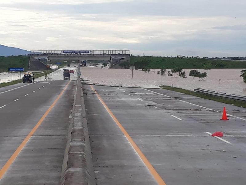 https: img-o.okeinfo.net content 2019 03 07 519 2027047 jalan-tol-madiun-ngawi-dialihkan-akibat-banjir-pt-jasamarga-minta-maaf-6jIRvTknQD.jpg