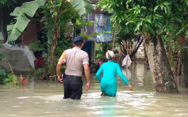 https: img-o.okeinfo.net content 2019 03 07 519 2027126 ini-dampak-banjir-yang-menggenangi-4-kabupaten-di-jawa-timur-41P2zgFF1j.jpg