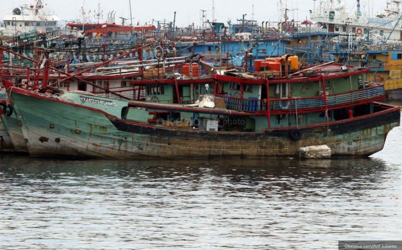 https: img-o.okeinfo.net content 2019 03 11 337 2028548 curi-ikan-2-kapal-asing-berbenda-malaysia-ditangkap-di-selat-malaka-CVAIQpqrVs.jpg